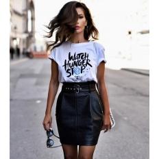 Один из трендов последних лет — футболки с надписями